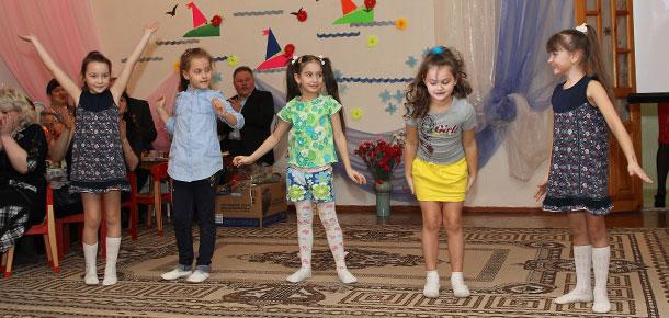 Праздник для мам в детском саду «Белоснежка» (г. Печора)