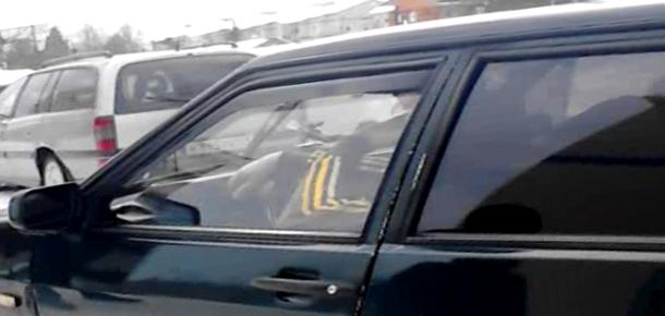 В Печоре мужчина скрылся от приставов на арестованном автомобиле