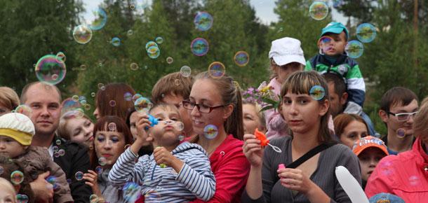 Флешмоб по запуску мыльных пузырей в Печоре