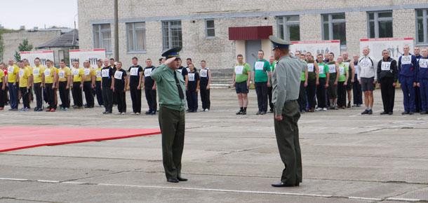 Смотр физической готовности военнослужащих прошел в печорской в/ч 96876