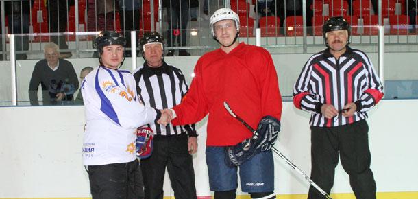 Очередной хоккейный поединок прошел сегодня для печорских зрителей в ледовом дворце «Сияние севера»
