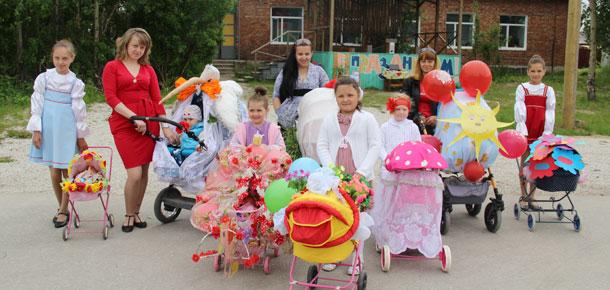 Парад колясок в поселке Изъяю Печорского района