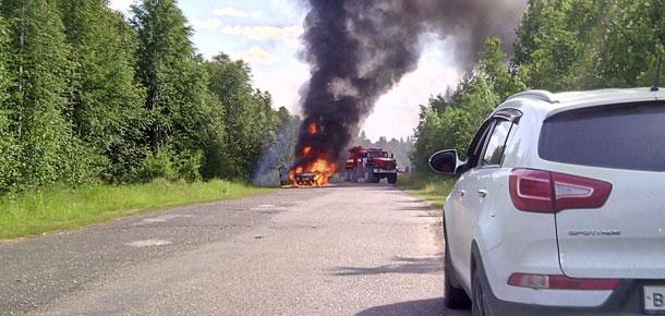 Пожар в автомобиле на автодороге Печора – Белый-Ю