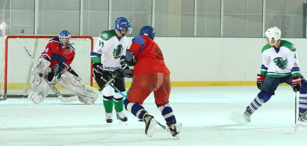 В субботу один из лидеров сыктывкарского первенства города по хоккею с шайбой команда «Автомобилист» прибыла на «гастроли» в Печору