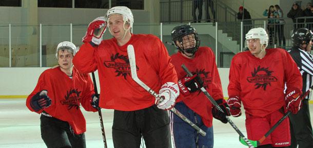 Матч по хоккею с шайбой с сыктывкарским «Автомобилистом» провела первая сборная Печоры