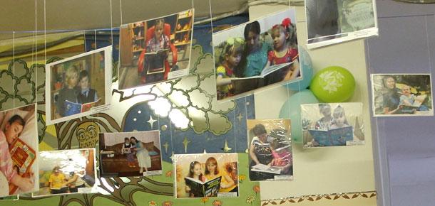 В печорской библиотеке экспонируется фотовыставка «Мы читаем вместе с мамой»