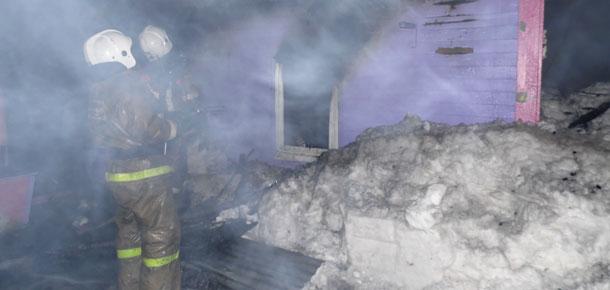 В частном жилом доме по улице Речной в деревне Усть-Кожве Печорского района произошел пожар