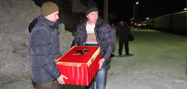 В Печору прибыли останки воина Василия Чупрова, погибшего в боях за Смоленск