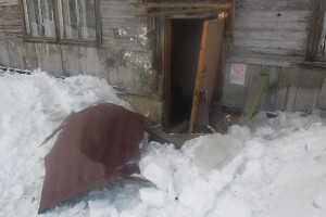 В Печоре проблема с чисткой крыш от снега