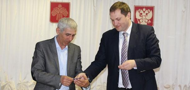 Антон Ткаченко принял участие в сходе граждан поселка Чикшино Печорского района