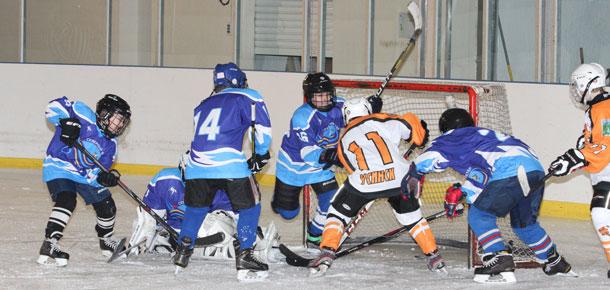 В Печоре прошел очередной «междугородный» хоккейный матч Печора – Усинск