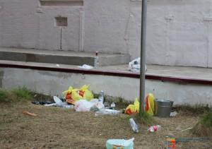 Печорские пограничники погуляли, оставив мусор