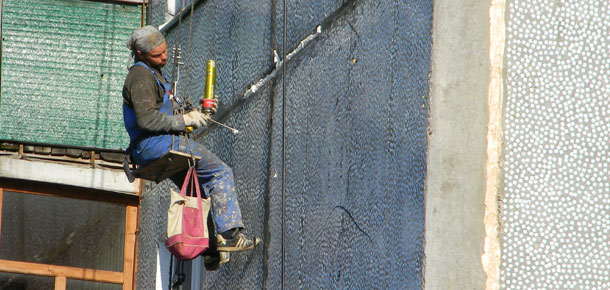 В Республике Коми начала работать «горячая линия» по вопросам организации и проведения капитального ремонта в многоквартирных домах