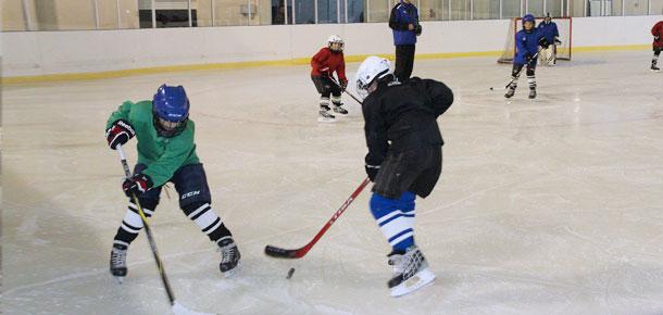 Юные печорские хоккеисты открыли новый спортивный сезон