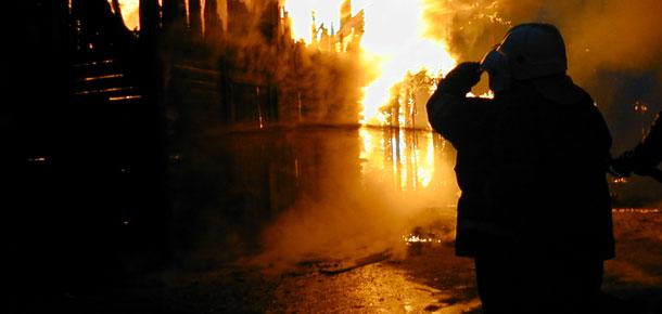 На пожаре в частном деревянном доме в поселке Березовка Печорского района погиб мужчина