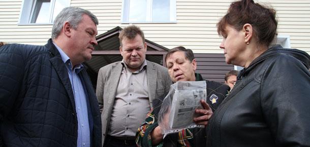 Сергей Гапликов проинспектировал в Печорском районе ход строительства домов для переселения граждан из аварийного жилищного фонда