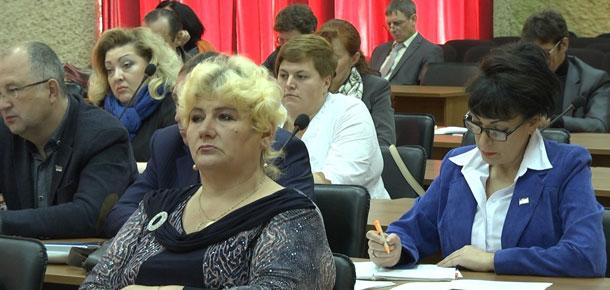 Печорским депутатам, похоже, надоело служить избравшему их народу за бесплатно